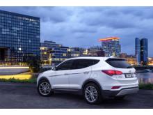 Nye Hyundai Santa Fe (bakfra 3/4 høyre)