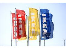 Flaggor utanför IKEA-varuhus