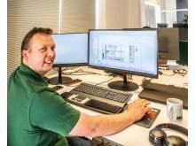 Søren Frier, KL Automatik ApS, der er certificeret som EPLAN certified engineer, arbejder i EPLAN med engineering af styreskabe og tavler.