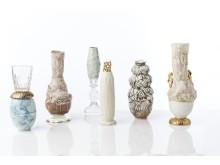 Materialcollage aus Porzellan, Gold und Glas von Sarah Pschorn