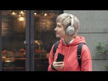 Xperia 1 II_lifestyle_Listening_Wireless-Large