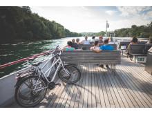 Tourenbiker unterwegs auf dem Rheinschiff Thurgau kurz nach Stein am Rhein