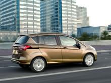 Nye B-MAX - første småbil som hindrer sammenstøt i bytrafikken