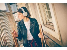 Sony_MDR-XB550AP_Weiss_Lifestyle_01
