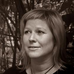 Anna Caracolias