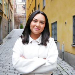 Angela Refuerzo Larsson