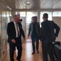 Kort videofilm: Erhvervsminister Rasmus Jarlov (K) besøger Forenede Service