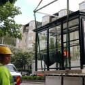 Clear Channels film visar installation av ett av Team Tejbrants väderskydd.
