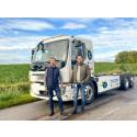 Swerock investerar i den första eldrivna lastbilen med flak och hydraulisk ramp från Volvo tillsammans med Kranpunkten