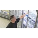 Kunder gillar kyldörrar i matbutiken