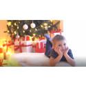 Krügers medarbejdere giver julegaver til udsatte børn