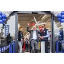 Lars Larsen klipper snoren til nyindrettet Silkeborg-butik