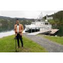 Abid Raja døpte båten på Lysøen
