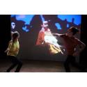 Dansföreställningen Living Room tänjer på tidsuppfattningen och låter publiken delta