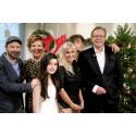 Arill Riise og Julie Strømsvåg leder «Lille julaften» på TV 2