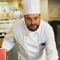 Estländaren Rando Kauge lär ut hållbara kulinariska trender för studenter i Schweiz