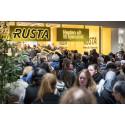 Forventer besøksrekord: Rusta åpner nytt varehus i hangaren