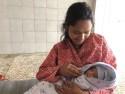 Kvinna med nyfödd