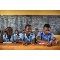 620 miljoner barn saknar skoltoalett visar ny rapport – får förödande konsekvenser för hälsa och utbildning