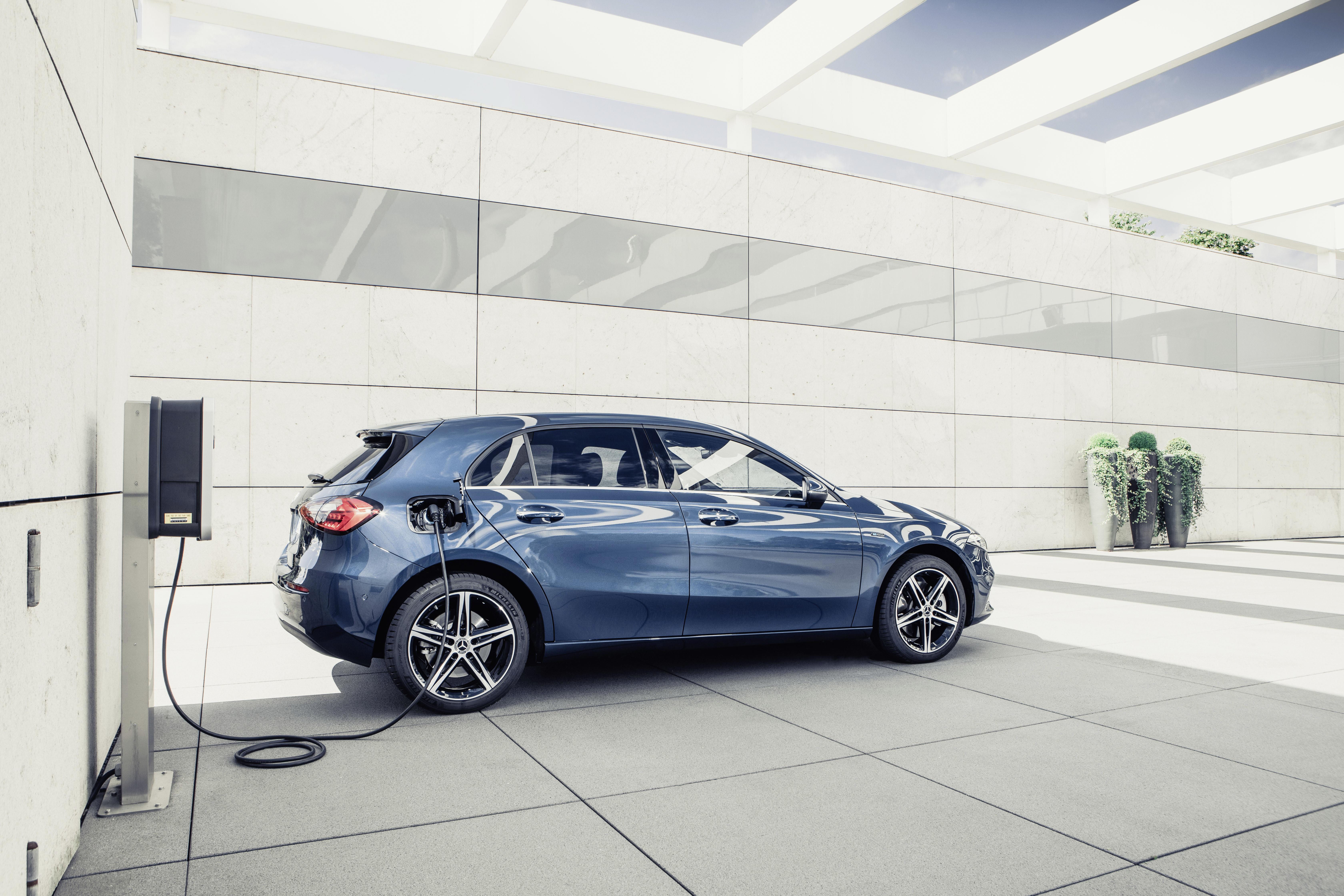 Säljstart för Mercedes-Benz A-Klass som laddhybrid med 7 mil räckvidd