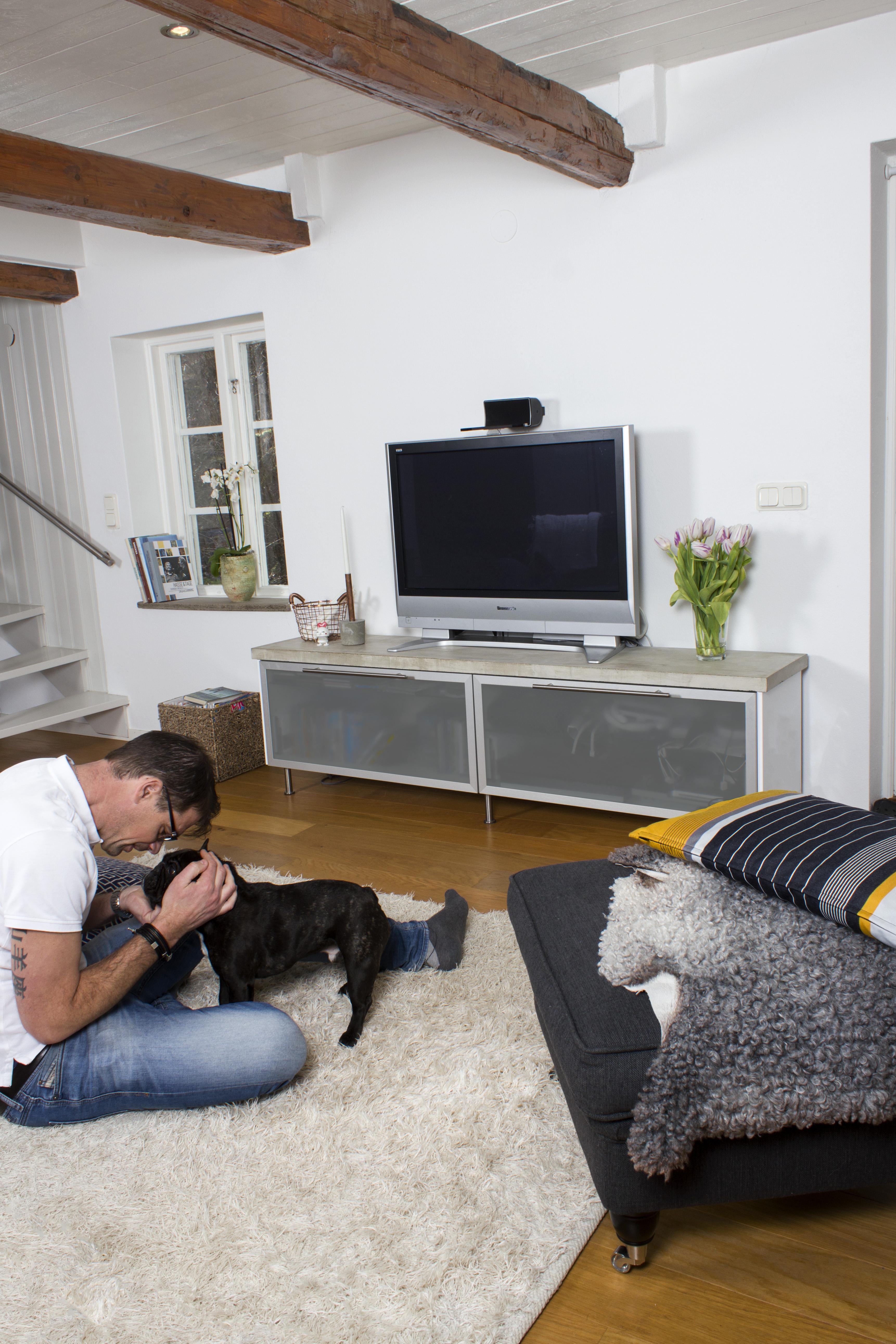 TV-benk 1