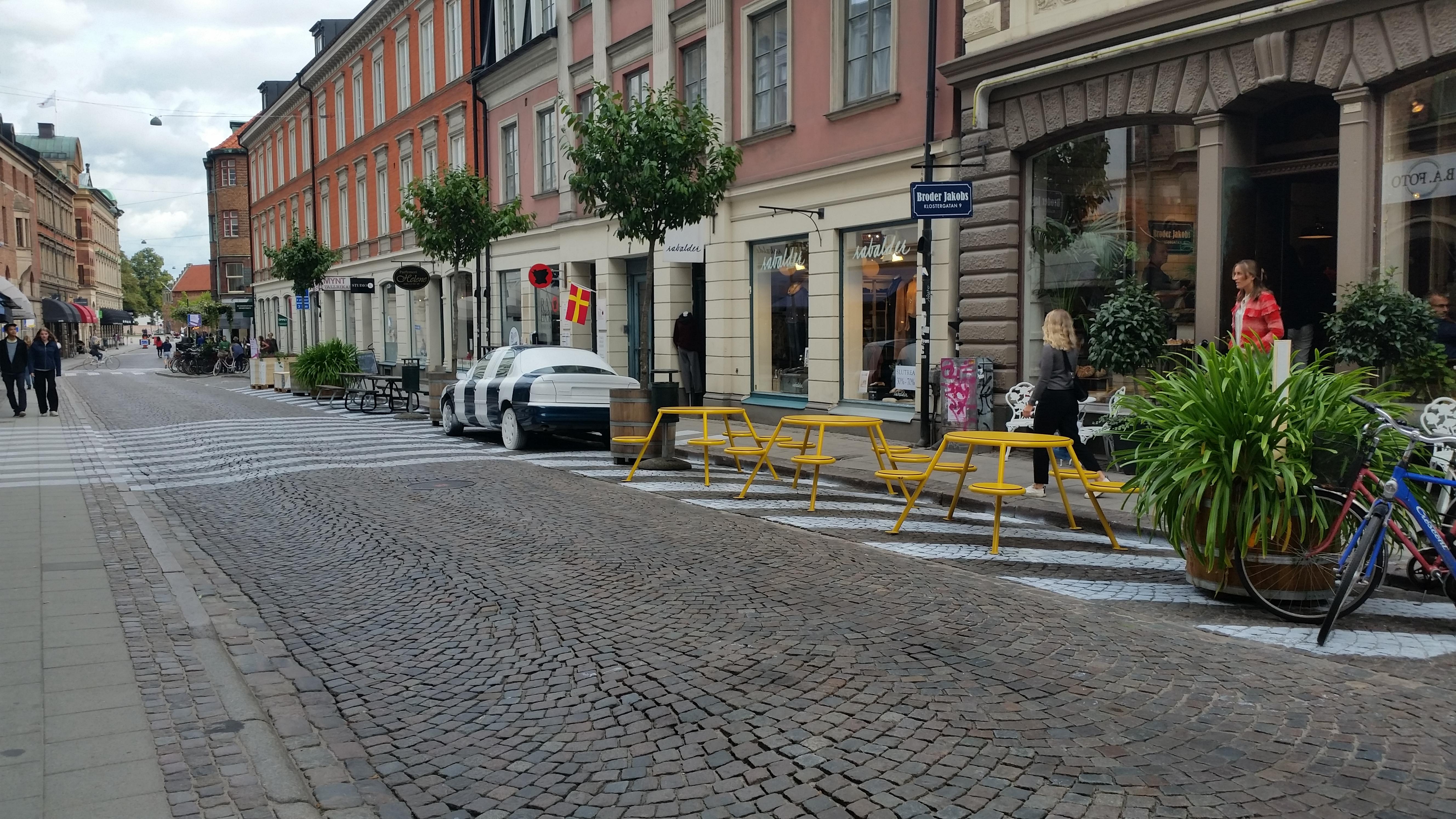 """Bild: Förra årets tema i Lund var """"Staden andas med dina steg"""". Klostergatan målades för att uppmuntra fotgängarna att ta plats. I årets lite nedbantade version fokuserar vi på dialog och firande!"""