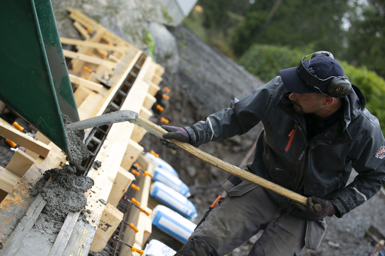 Björn bygger bo - Gjuten stödmur 3