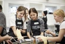 Ny MADlejr slår dørene op: Første hold elever indvier ny MADlejr i Højer