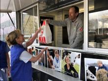 Mellanmål och matlådor från restauranger hjälper Stockholms akutpersonal att orka
