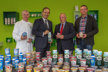 Innovative Milchprodukte aus der Region: Landwirtschaftsminister Backhaus besucht Arla Werk in Upahl