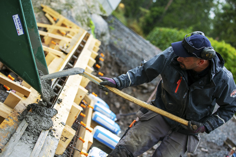 Bjørn bygger bo – Støpt støttemur 2